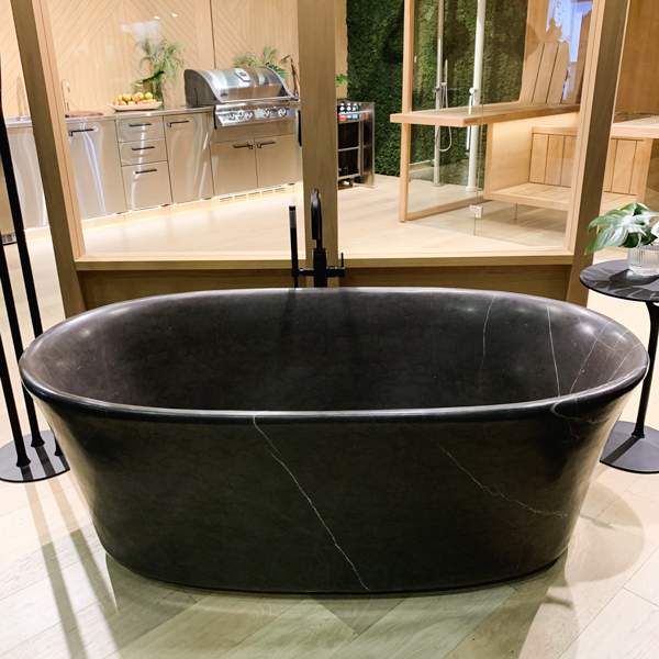 Black marble look tub at Cantu